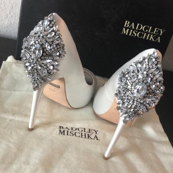22004a49499f Badgley Mischka Kiara White Satin Size 6.5